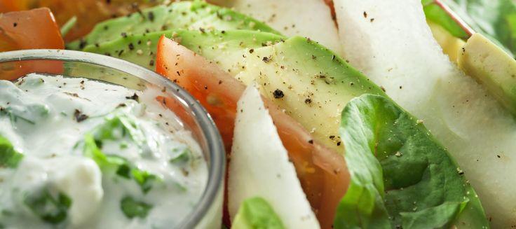 Avokado-päärynäsalaatti