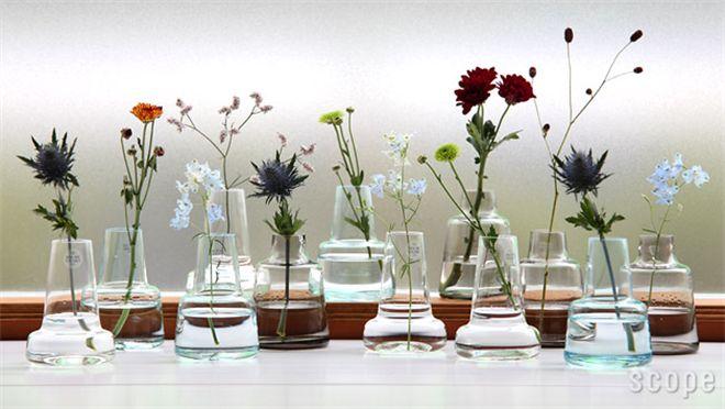 シンプルながらも個性的なガラスの花瓶 Holmegaard / Flora ベース