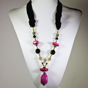 Chic and fashionable black velvet necklace with gold-plated pieces, semi-precious stones, Czech glass beads and a touch of pearl