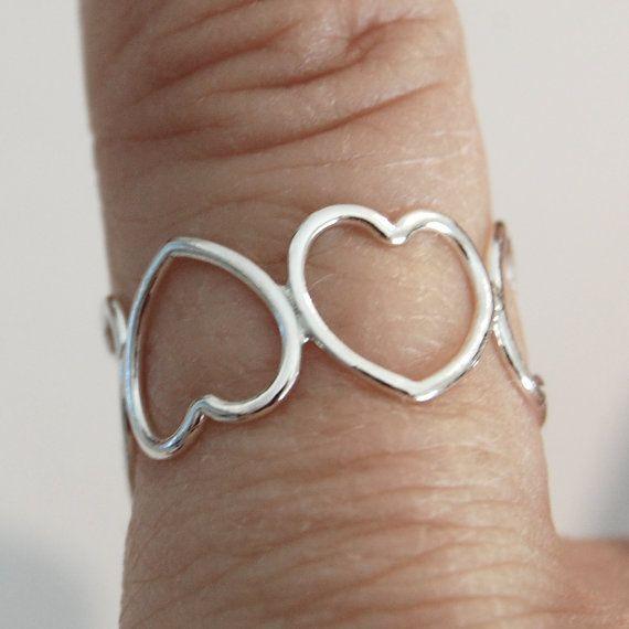 Hey, ho trovato questa fantastica inserzione di Etsy su https://www.etsy.com/it/listing/186378278/anello-cuore-anello-anello-eternity