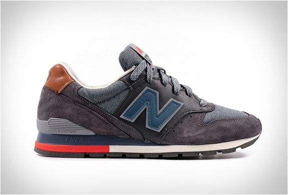 NEW BALANCE 996 DISTINCT SKI RETRO- grey with Chambray & Red
