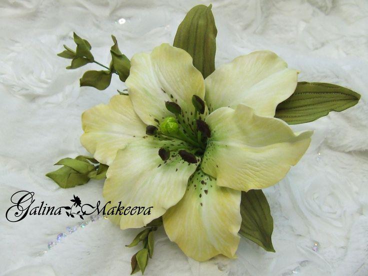 Создание лилии из фоамирана с серединкой из холодного фарфора. Выкройки можно взять тут http://vk.com/photo281553675_350722422 и тут http://ok.ru/profile/176...