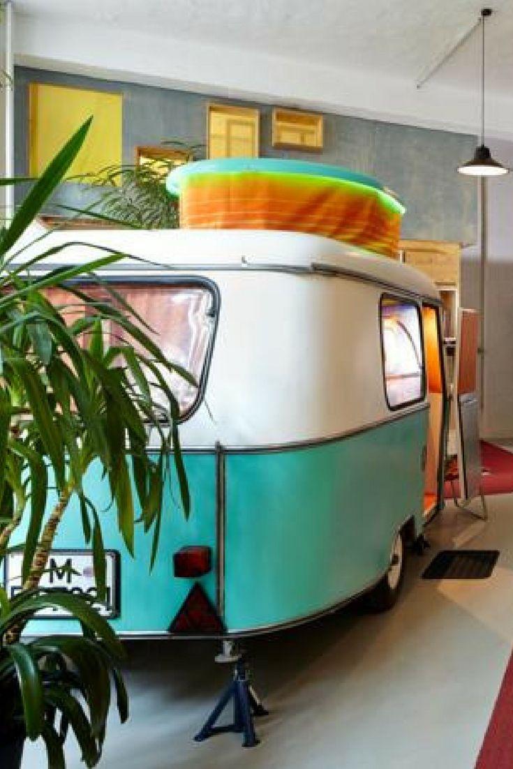 Kamperen in Berlijn. Maar dan gewoon binnen, in superleuke vintage caravans met lekker bed. Op het het Hüttenpalast in Berlijn!