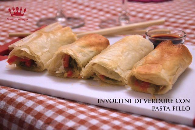 Involtini di verdure con pasta fillo | Gnam si mangia. Un ricetta veloce e sfiziosa per preparare un piatto semplice e croccante senza rinunciare al gusto.
