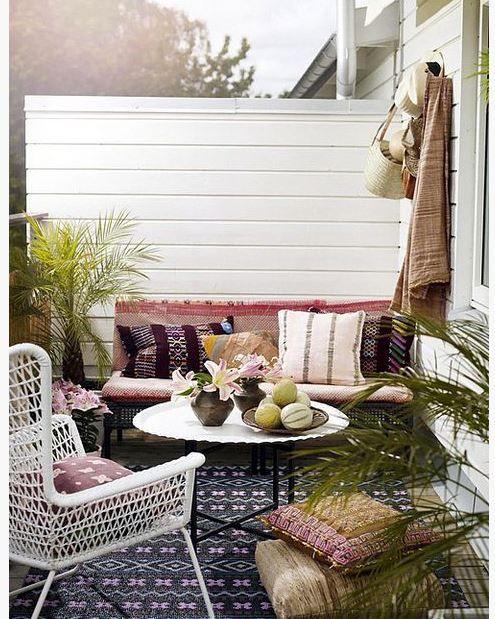 Yaz aylarında balkonlarını dekore etmek isteyen için güzel bir fikir.