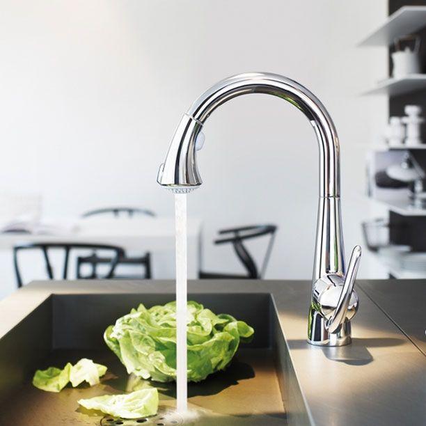 Кнопочный смеситель от GROHE  Известная сантехническая компания #GROHE внедрила кнопочный дизайн в кухонный #смеситель Zedra. Теперь благодаря кнопке-переключателю выбирать между выдвижным изливом и режимом распыления «душ» стало гораздо проще – её достаточно нажать и зафиксировать.   Приобрести новинку можно в интернет-магазине сантехники VIVON.RU: http://www.vivon.ru/faucets/smesiteli-vse-modeli/smesitel-zedra-32553/