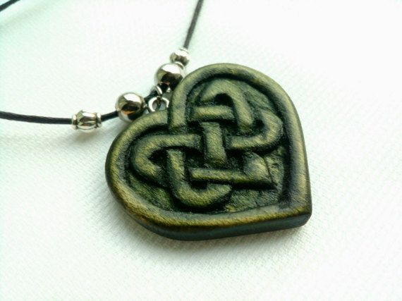 Heart Pendant Heart Necklace Celtic Heart Wood Heart di Woodzard #woodcarving #handmade #etsy #etsystore #jewelry #necklace #pendant #love #heart #celtic