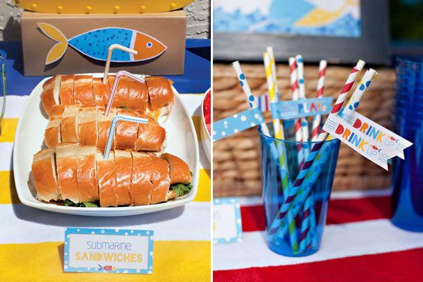 comidinha para festa infantil na piscina com sanduíche em forma de submarino e canudos com tags temáticos