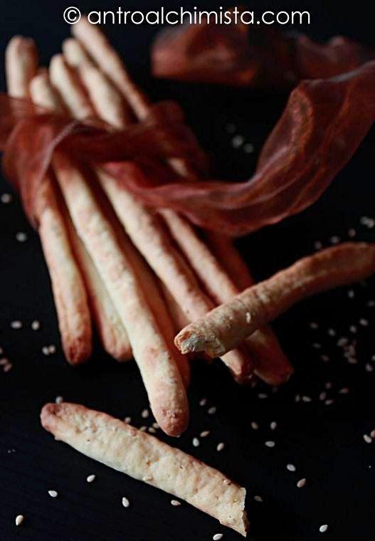 L'Antro dell'Alchimista: Grissini Veloci con Sesamo e Parmigiano - Quick Bread Sticks with Sesame and Parmesan Cheese