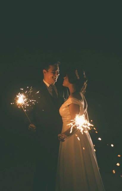 Noiva Sarah veste o modelo Julieta. Compras pelo site www.oamoresimples.com.br #wedding #bride #noiva #vestido #cropped #renda #nude #casamento #simples #campo #oamoresimples #vestidodenoiva #noivado #weddingdress #bridestyle #noivos #sounoiva #noivei #noivinha #vestidoprincesa #lacedress #handmade #bohodress #bohobride #beachwedding #bohemianwedding #cauda #handmade #moderno #brilho #noite #festa #sofisticado #princesa