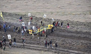 More Than 80 Dakota Pipeline Protesters Arrested By Police Firing Pepper Spray