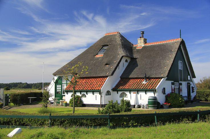 Het 'Torenhuis' op Westerweg 78 is volgens het opschrift 1578 de oudste boerderij van Texel.