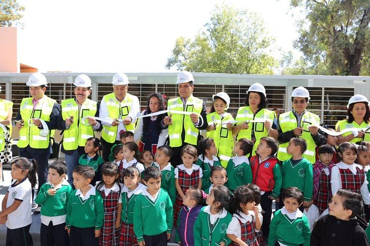 """El gobernador inauguró los trabajos de la primera etapa de rehabilitación del jardín de niños """"Héroes de Chapultepec"""", en Morelia, acciones que tuvieron una inversión de un millón 297 mil ..."""