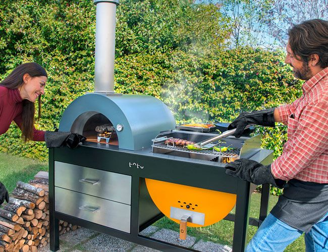 GET COOKIN' This Combination Grill and Pizza Oven Is Museum-Worthy. Italian cookware company Alfa 1977 has introduced Toto, a first-of-its-kind combination pizza oven and grill, for year-round outdoor cooking
