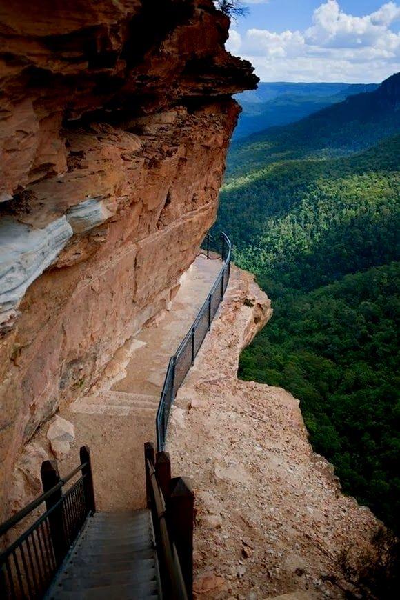 Cliff Path at Blue Mountains, Australia…would love to go. Australia Méi Informatiounen zu eisem Site http://storelatina.com/australia/travelling #Австралия #ஆஸ்திரேலியா #သြစတြေးလျ #Аустралија