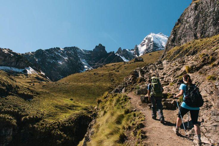 Senderistas en el valle de Lares, al norte de Cuzco, en los Andes peruanos.