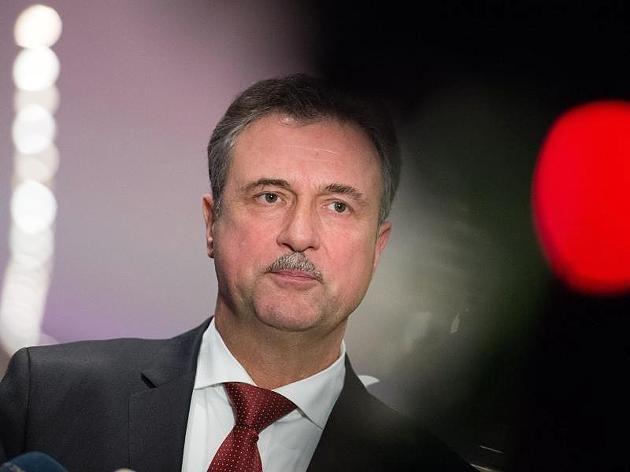 GDL-Chef Weselsky lässt Streikbeginn der Lokführer weiter offen http://www.focus.de/finanzen/news/bahn-streik-im-live-ticker-gdl-chef-weselsky-laesst-streikbeginn-der-lokfuehrer-weiter-offen_id_4488584.html