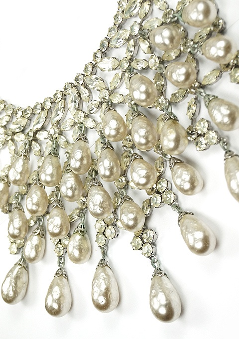 Schreiner Chatons and Multiple Cascading Teardrop Pendant Baroque Pearls Collar Necklace DETAILS