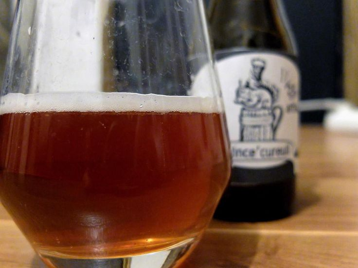 Bière maison : Rince Cureuil - Ma première bière handcrafted. Je suis partie d'un Kits Brewferm (Bière d'Abbaye) que j'ai personnalisé en rajoutant de la noisette.
