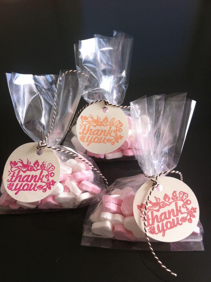 Geboortebedank zakjes, een leuk zakje om aan het kraambezoek te geven. Ook kunnen ze goed gebruikt worden voor een geboorteshower of kraamfeest! De jongens zakjes zijn in licht roze, donker roze en abrikoos.