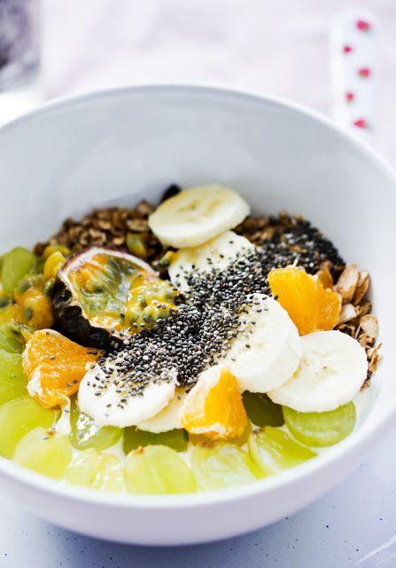 Kuchenne Szaleństwa: Jogurt z granolą, owocami i chia