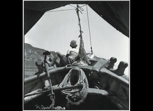 The Aegean 1954. On the bow of a caique. Robert McCabe. @HouseGreece   Twitter