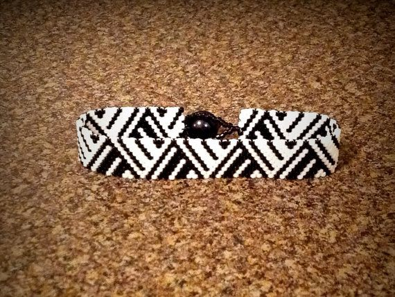 25% off SALE with code MOTHERS2014 at checkout. Black and White Tribal ZigZag Peyote Bracelet on Etsy, $22.99