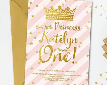 Invitación de cumpleaños de princesa corona rosa por FiestaBella