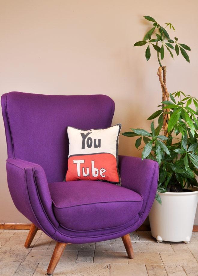 Youtube Dekoratif yastık Markafoni'de 49,90 TL yerine 19,99 TL! Satın almak için: http://www.markafoni.com/product/3478371/