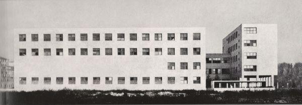 Universidad Bocconi (Milán), diseñada por Giuseppe Pagano en 1936.