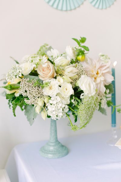 Aqui, mais uma inspiração de arranjo de flores para casamento com o tema azul Tiffany.