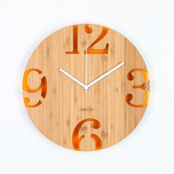 Der natürliche Werkstoff Bambus gemacht Acryl auf der Rückseite stehen die Schönheit der Zahlen. Leinöl-Beschichtung schützt Bambus auf der Oberfläche und tief in die Faser und gibt es einen schönen Glanz. Stille-Sweep-Uhrwerk mit 1 Jahr Garantie Größe: 30 x 30 x 0,8 cm  VERPACKUNG UND VERSAND:  Wir versenden International per Luftpost, Tracking-Nummer ist im Preis inbegriffen. Lieferzeit ist etwa 5-10 Arbeitstagen nach USA oder 7-14 Arbeitstage in andere Länder. Elemente sind gut verpackt…