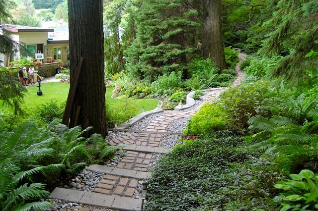 "Toronto Gardens: A ""West Coast"" Toronto garden"