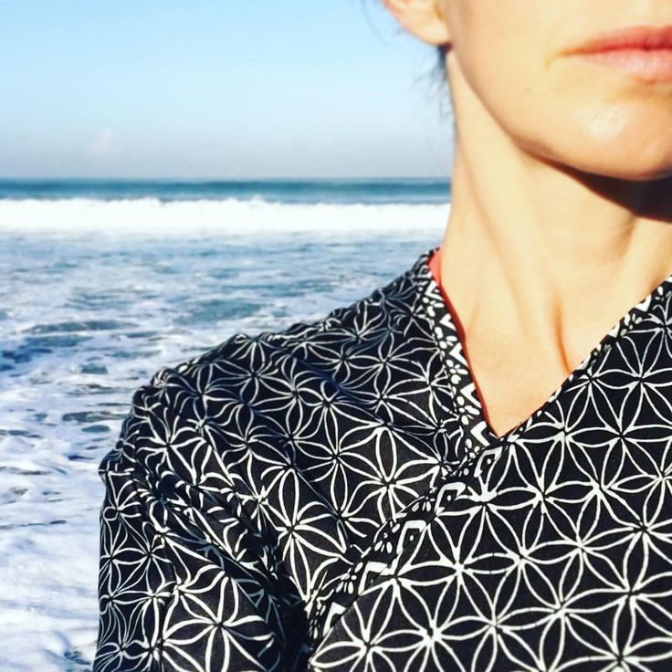 Selamat pagi 🙏🏼and Surya Namaskar☀️ with #lindahering silk kaftan Flower of Life black #madewithloveinbaliღ #handmade #silk #kaftan #beachthrow  #newcollection #bali #accessories #musthaves #girlfriend #hippiechic #fashionista  #bohostyle #bohemianstyle #boholuxe #boho #artisinal #freespirit #indonesia #kaftanindonesia #beachfashion #floweroflife #resortfashion #resortwear #spa #sea #sunsalutation #yoga #suryanamaskar