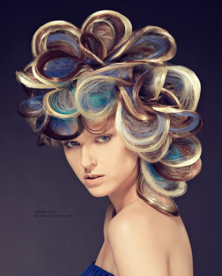 flowerpower par excellence mit einer Verbeugung vor all jenen schönen Pfauen in der Welt. Schleifen bunte Haare mit abwechselnden Blondine, blau und ...
