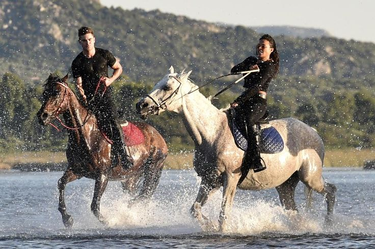 michelle rodriguez and zac efron horseback riding | Zac Efron, Michelle Rodriguez go on romantic horseback ride, spotted ...