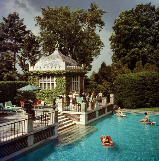 Mrs. Armour's Pool, Lake Forest, Illinois (photograph by Slim Aarons).