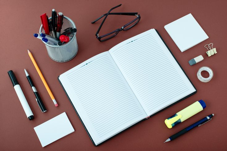 8 Pro Tips for National Clean Off Your Desk Day || SpareFoot