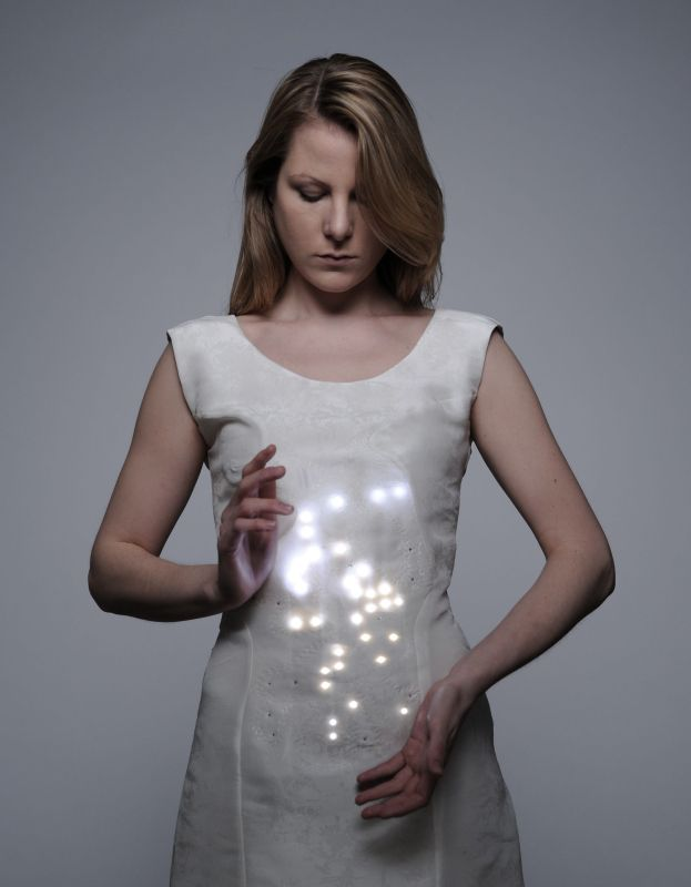 This project aims to encourage the user of the dress to control their respiration and to breath deeply. A respiration sensor is integrated into the dress to detect the breaths. The signals are detected by a microcontroller and used to transform the strenght of in- and exhaling into a corresponding light pattern.