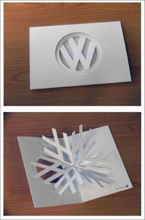 Una tarjeta de felicitación navideña de Volkswagen que juega muy bien con la marca y los iconos navideños. Simple y divertida.