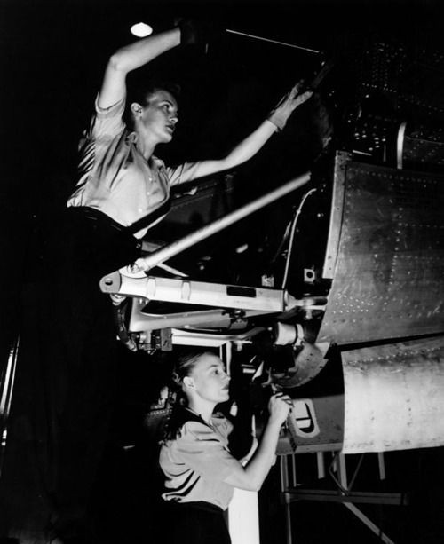 Female aviation workers, 1940s: Female Aviator, Vintage Photography, Sky Bound, Sky High, Aviator Workers, Things Aviator