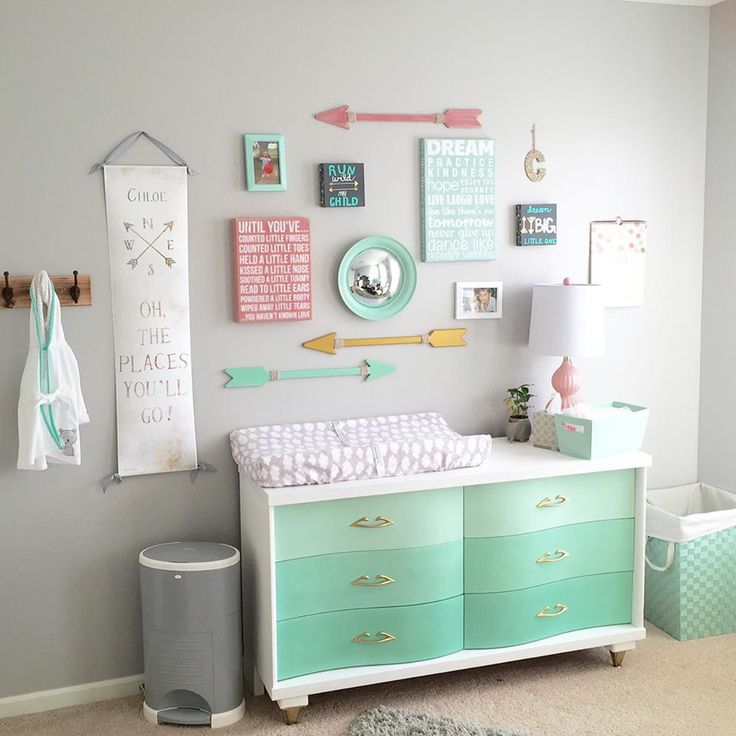 Stockist Metheny Weir Painted Finishes shares a beautiful project by one of their creative customers, Alexandria Schings. Alexandria's daughter was expecting her 1st child and wanted a vintage yet fresh flare for the nursery. She used mixes of Pure White, Old White, Florence and Antibes Green Chalk Paint® for the mint ombre effect!