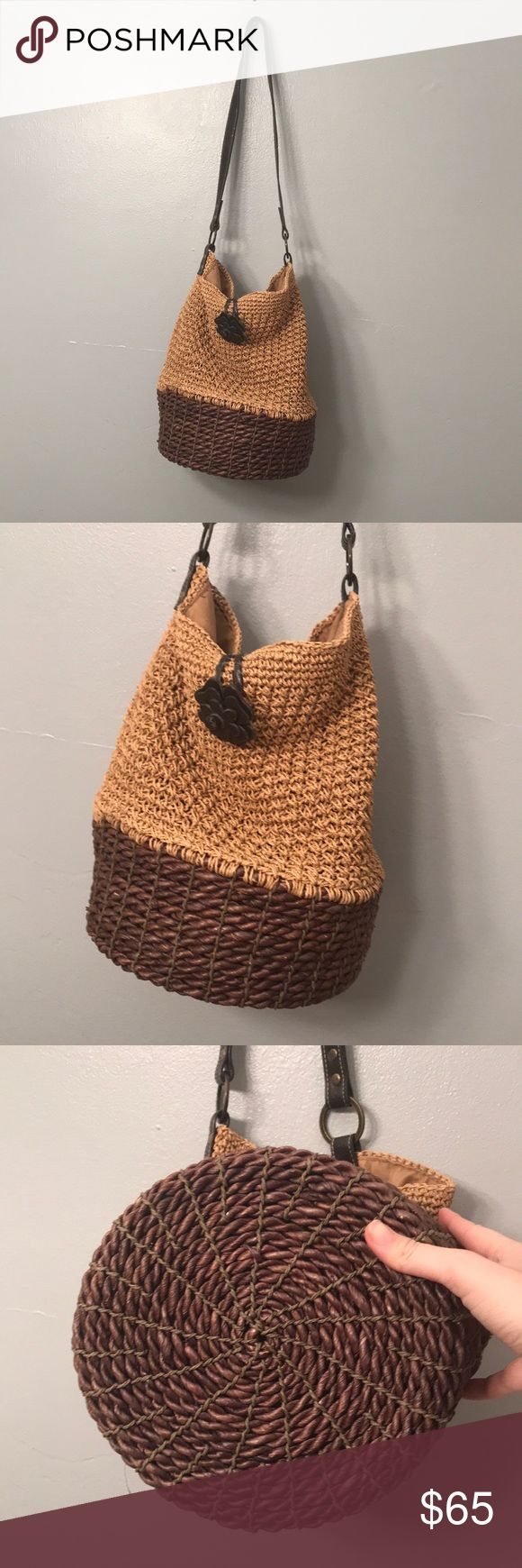 Gerry Weber handbag woven basket look Find handbag strap that goes around the flower is fraying. Hand strap has some wear  Love that this bag is unusual! #4.777 Gerry Weber Bags