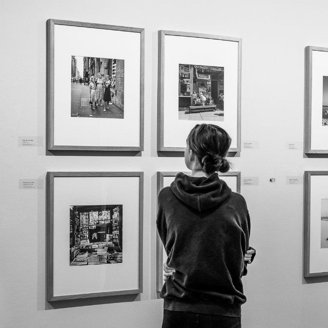 Street photographer Vivian Maier, whose rise to super star status in the world of photography came just in the last few years, is currently on exhibit at the Willy Brandt Haus in Kreuzberg.
