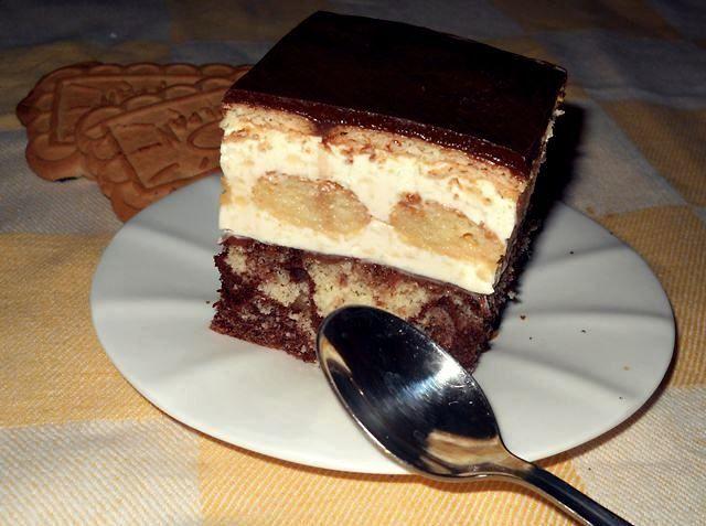 Prajitura cu crema de vanilie ,piscoturi si biscuiti