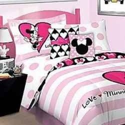 Minnie Mouse bedding isn't only available for toddler beds and crib bedding. You can purchase a Minnie Mouse full size bedding set for your growing...