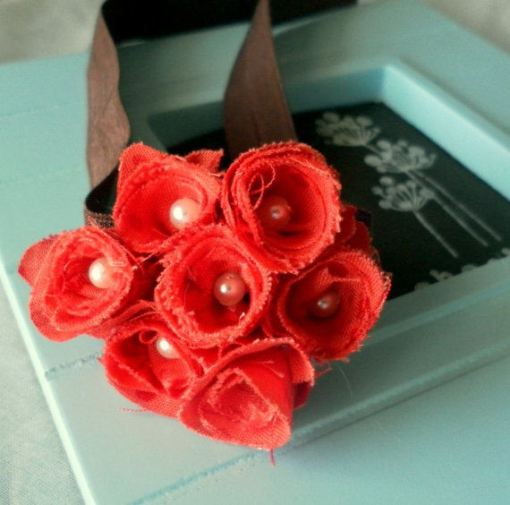 "add a cluster of red poppies, which really ""pops"" on the brown elastic"