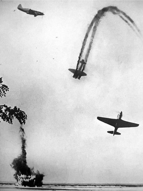 Air battle over the river Don. Very famous picture. Assembled from several episodes of composition, which gives an idea of ​​air battle during World War II. In a photo taken the Soviet MiG-3 and Yak-9, downed German bomber Junkers Ju-88. If you look above and to the left of the last visible point – there are three more aircraft.