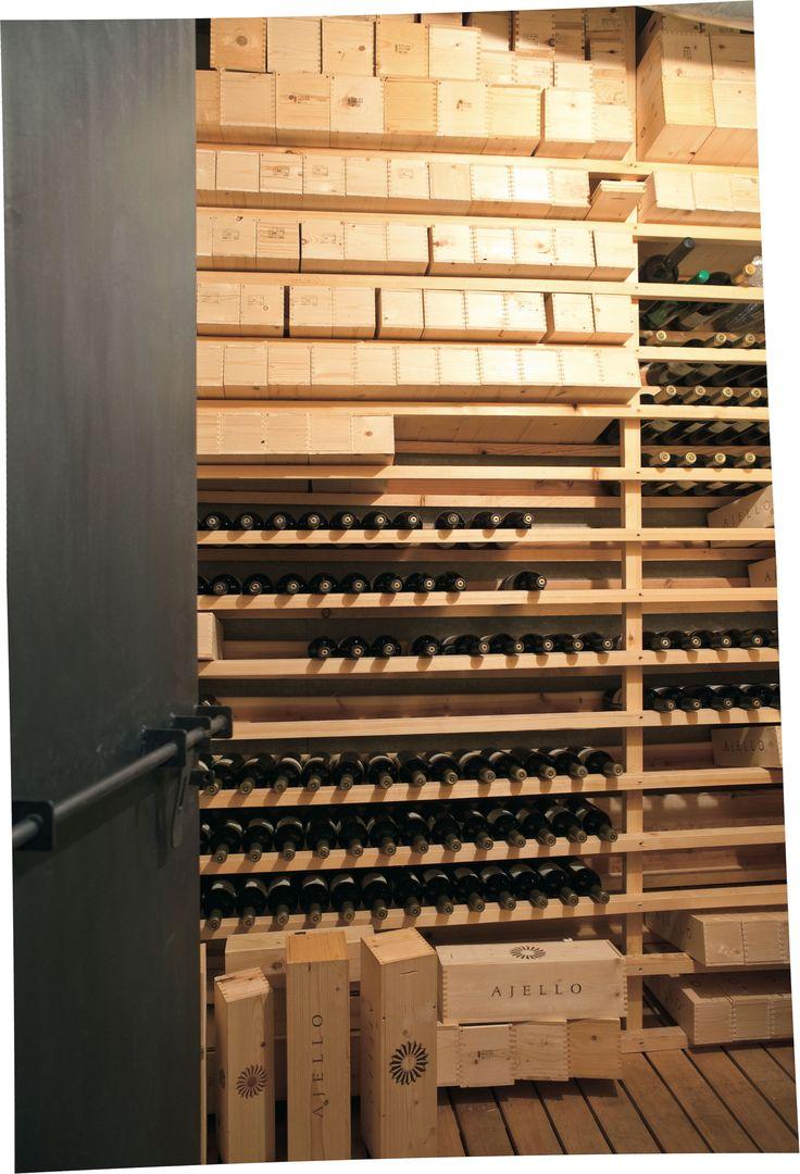地下室に作られたワイン庫