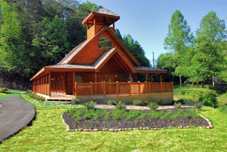 The most romantic places to get married in galtinburg for Log cabin wedding